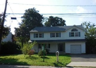 Foreclosed Home in West Babylon 11704 PHOENIX RD - Property ID: 4290803819