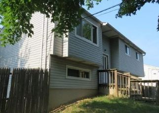 Foreclosed Home in Bay Shore 11706 MASSACHUSETTS AVE - Property ID: 4290811703