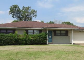 Foreclosed Home in Bridge City 77611 PAULA AVE - Property ID: 4293196911