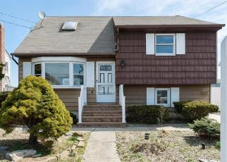 Foreclosed Home in Copiague 11726 EAST DR - Property ID: 4293414128