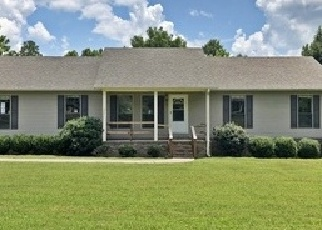 Foreclosed Home in Selmer 38375 E POPLAR AVE - Property ID: 4294719745