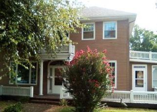 Foreclosed Home in Vandalia 62471 N 5TH ST - Property ID: 4295481824