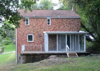 Foreclosed Home in Pittsburgh 15235 FRANKWOOD RD - Property ID: 4295657890