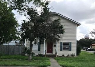 Foreclosed Home in Sinton 78387 E MARKET ST - Property ID: 4296151474