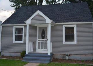 Foreclosed Home in East Haven 06512 VISTA DR - Property ID: 4296440987