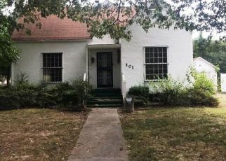 Foreclosed Home in Sikeston 63801 MAPLEWOOD DR - Property ID: 4297176328