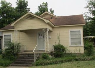 Foreclosed Home in Hugo 74743 E BROWN ST - Property ID: 4298187619