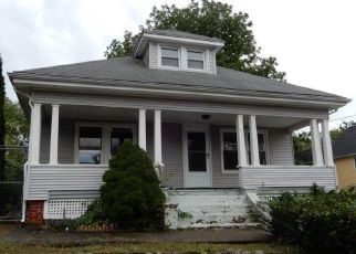 Foreclosed Home in Westerly 02891 PIERCE ST - Property ID: 4298404857