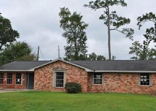 Foreclosed Home in Sour Lake 77659 WOOD MANOR LN - Property ID: 4298505140