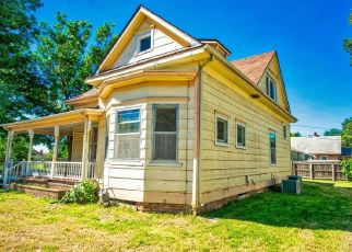 Foreclosed Home in Salina 67401 HIGHLAND AVE - Property ID: 4298827946
