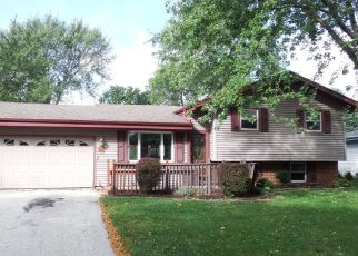 Foreclosed Home in Oak Creek 53154 S CRANE DR - Property ID: 4299267663