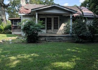 Foreclosed Home in Chattanooga 37406 ROANOKE AVE - Property ID: 4299907541