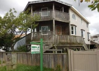 Foreclosed Home in Lindenhurst 11757 S 5TH ST - Property ID: 4300585522