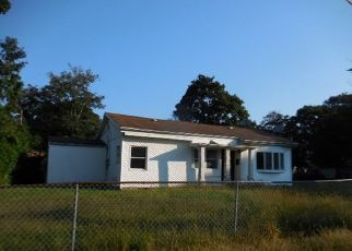 Foreclosed Home in Amityville 11701 RONEK DR - Property ID: 4300621883