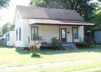 Foreclosed Home in Sikeston 63801 MOORE AVE - Property ID: 4300981900