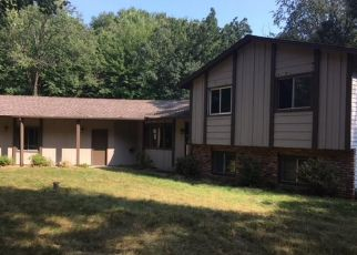 Foreclosed Home in Circle Pines 55014 LILAC ST - Property ID: 4301271387