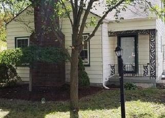 Foreclosed Home in Waterford 48328 EDGEFIELD DR - Property ID: 4301394465