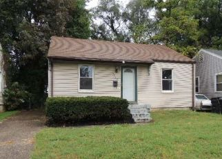 Foreclosed Home in Louisville 40210 ALGONQUIN PKWY - Property ID: 4301596813