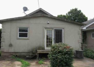 Foreclosed Home in Huntington 25704 JACKSON AVE - Property ID: 4301675648