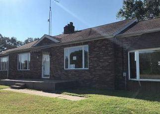 Foreclosed Home in Mount Vernon 62864 E FAIRFIELD RD - Property ID: 4301697990