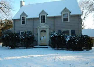Foreclosed Home in Cedar Rapids 52403 LINDEN DR SE - Property ID: 4301713303