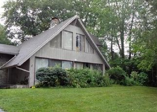 Foreclosed Home in Wethersfield 06109 STONEGATE DR - Property ID: 4302474958