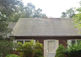 Foreclosed Home in North Branford 06471 DOGWOOD RD - Property ID: 4302501219