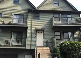 Foreclosed Home in Bridgeport 06606 GLENDALE AVE - Property ID: 4302519173