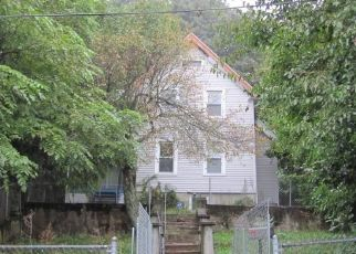 Foreclosed Home in Waterbury 06704 EASTON AVE - Property ID: 4302528820