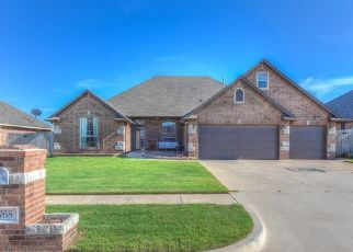 Foreclosed Home in Mustang 73064 W WINDMILL CT - Property ID: 4303398182