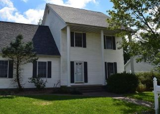 Foreclosed Home in Salem 62881 NEWPORT DR - Property ID: 4303645205