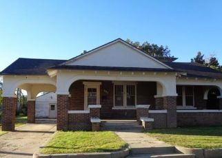 Foreclosed Home in Plainview 79072 W 10TH ST - Property ID: 4303786230