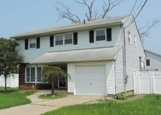 Foreclosed Home in Massapequa 11758 TIDEWATER AVE - Property ID: 4304050334