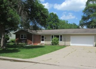 Foreclosed Home in Bettendorf 52722 CRESTVIEW DR - Property ID: 4304262313