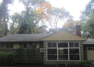 Foreclosed Home in Huntington 11743 CEDAR DR - Property ID: 4304962639