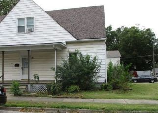 Foreclosed Home in Trenton 62293 S MAIN ST - Property ID: 4305091846