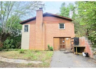 Foreclosed Home in Green Mountain 28740 BUTTERFLY ALY - Property ID: 4306165758
