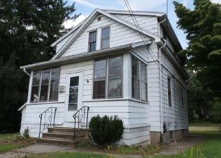 Foreclosed Home in Newington 06111 ROBERTS ST - Property ID: 4306621690