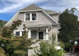 Foreclosed Home in Stratford 06614 CLARENDON ST - Property ID: 4306650143