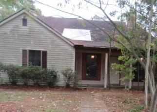 Foreclosed Home in Baton Rouge 70817 CUMBERLAND COVE DR - Property ID: 4307363163