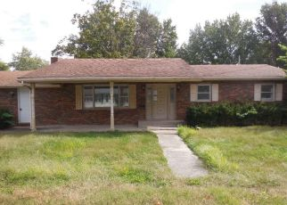 Foreclosed Home in Carlinville 62626 JOHNSON ST - Property ID: 4308432708