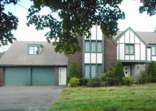Foreclosed Home in Watertown 06795 GUERNSEYTOWN RD - Property ID: 4308787913