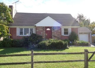 Foreclosed Home in Darien 06820 CHARLES ST - Property ID: 4308794918