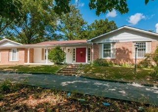 Foreclosed Home in Chesterfield 63017 LADUE RD - Property ID: 4309446617