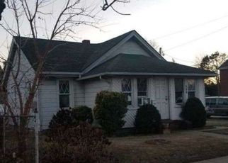 Foreclosed Home in Uniondale 11553 FRONT ST - Property ID: 4310249416