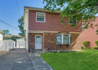 Foreclosed Home in Massapequa 11758 JEFFERSON ST - Property ID: 4310271313