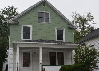 Foreclosed Home in Lockport 14094 REMICK PKWY - Property ID: 4310295401