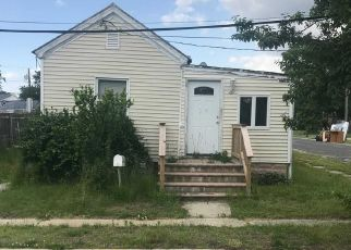 Foreclosed Home in Lindenhurst 11757 SANDS LN - Property ID: 4310423288