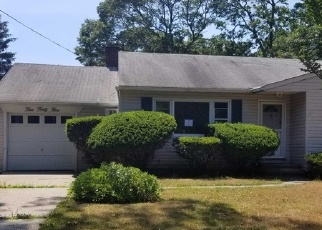 Foreclosed Home in Brightwaters 11718 RICHLAND BLVD - Property ID: 4310428100