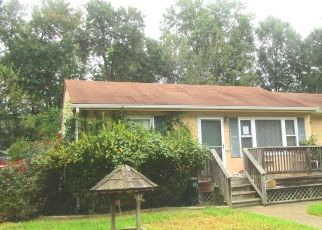 Foreclosed Home in Edgewater 21037 CEDAR LN - Property ID: 4310596740
